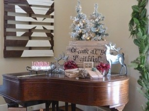 holiday-piano